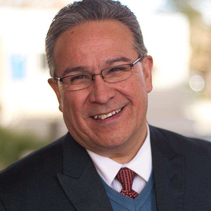 Dr. Ezequiel Salazar